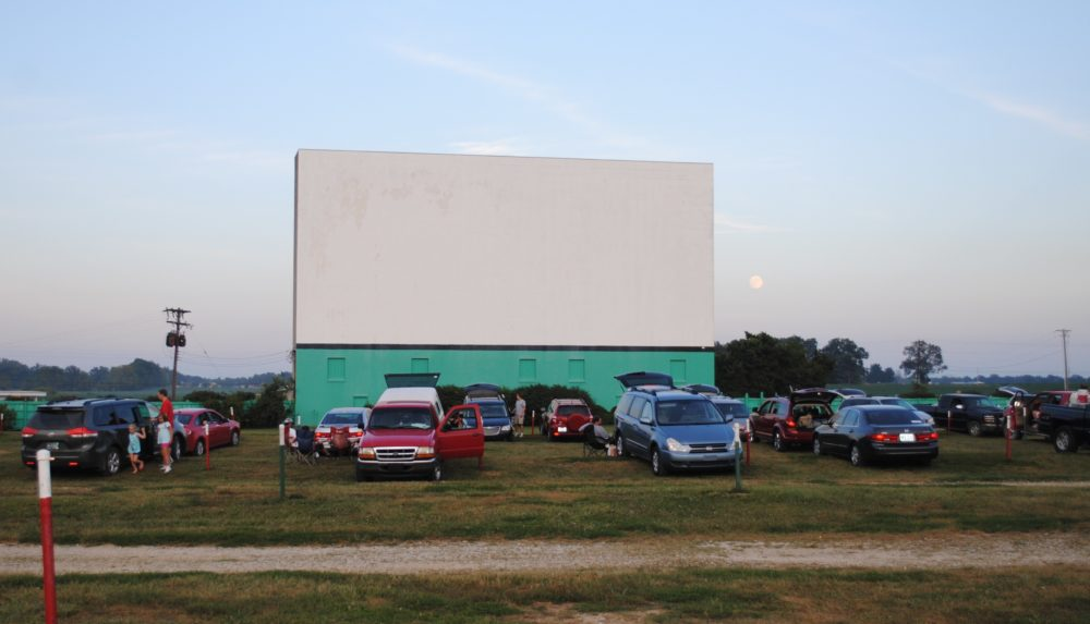 Holiday-Drive-In-Screen-7-e1492007315419