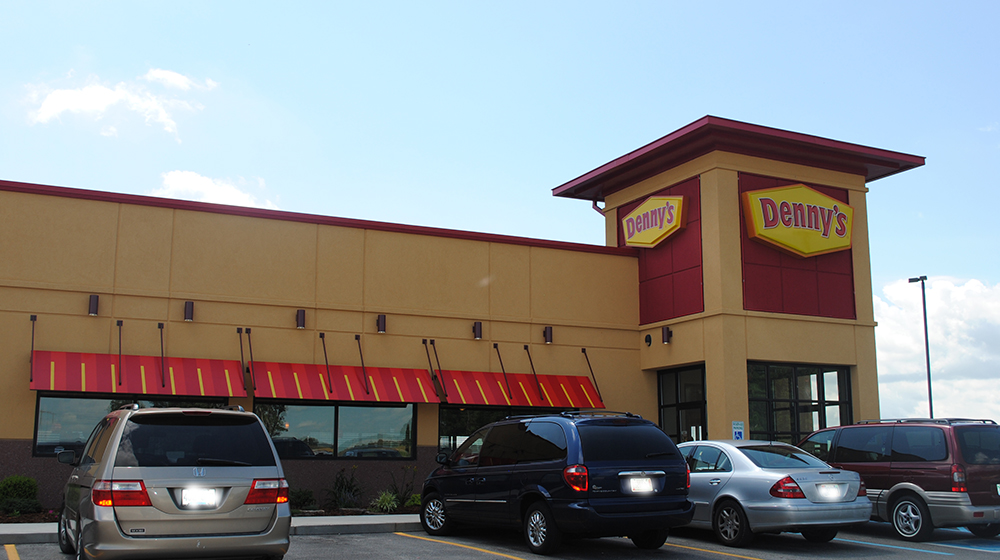 Dennys-Feature-Exterior
